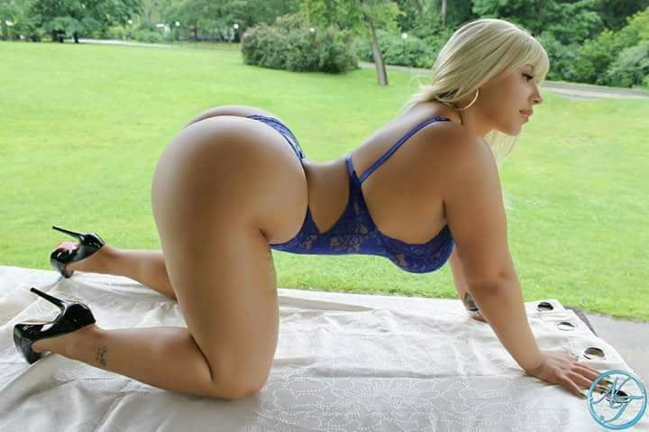Beim C2C Sex Siehst Du Einen Geilen Livestrip Mit Diesem Blonden Girl