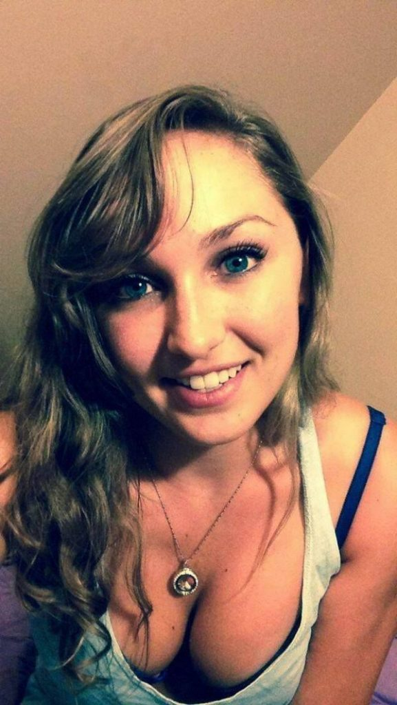 Livecam Girl Mit Den Schönen Titten Hat Immer Lust Auf Live Sex