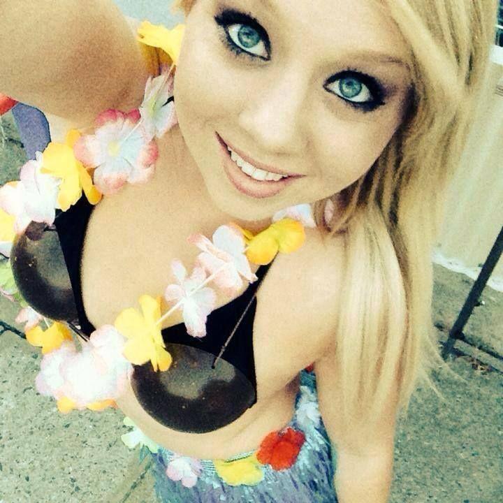 Vor Geile Sexcams Lässt Dieses Teengirl Live Die Hüllen Fallen