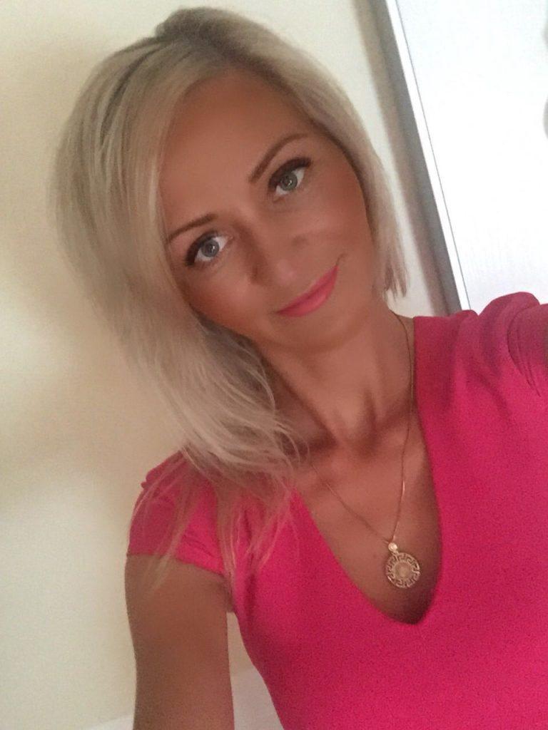 Williges Live Porno Cam Flittchen Mit Blondierten Haaren